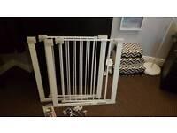 X2 baby safety gate safety1st pressure gate + Lindam dual locking drawer latchx4
