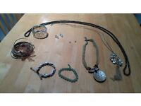 Various pieces of jewelery, lot of 9