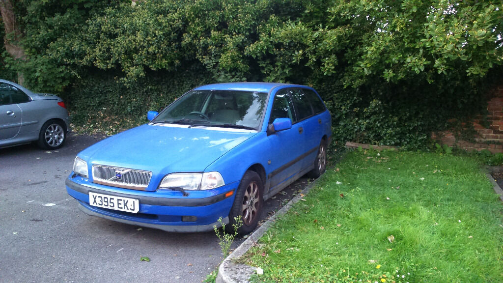 VOLVO V40 EXCELLENT RUNNER MUST SEE £385ono