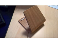 Bent-wood phone/tablet stand