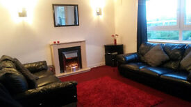 Lovely 2 Double bedroom flat (1 big, 1 small) Crewe Toll recently decorated, new kitchen. Rent £700