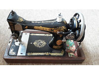 SINGER SEWING MACHINE 1924 IN CASE