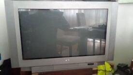 Sony Trinitron 32 inch Television. Great largescreen TV or excellent for Gamers!