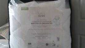 Warm, cosy mattress enhancer/topper