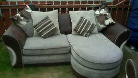 3 and 2 seater suite in perfect condition with scatter cushions