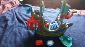 Happyland Pirate Ship with 4 figures, boat, table, treasure chest