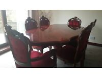 Beautiful Italian dining table in good condition