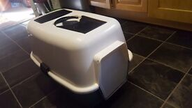 Hooded enclosed cat litter box/tray - used