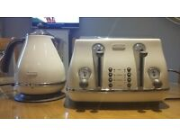 DeLonghi cream kettle and toaster