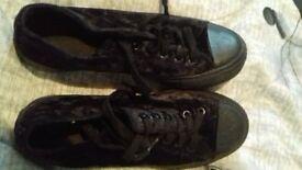 Size 5 black crunch velvet
