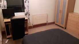 Double room to rent. Private Landlord. £475 PCM All bills included.