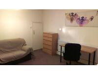 Nice double room in Hendon/Vivian avenue