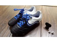 BOYS SONDICO SIZE 3 FOOTBALL BOOTS WITH STUDS