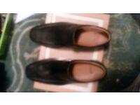 man's black shoes