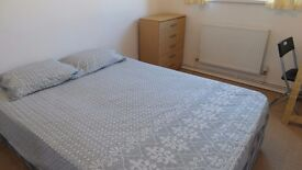 Double room in Westferry (one stop from Canary Wharf ) all bills included!