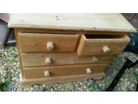 4 drawer chest of drawers .