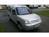 CITROEN BERLINGO 04 REG IN SILVER MT WITH CENTRAL LOCKING..ELECTRIC WINDOWS..COULD BE USED AS A VAN.