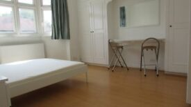 Very big double rooms and a single room,zone 3, 3 min walk to railstation, parking,bills&wifi inclu