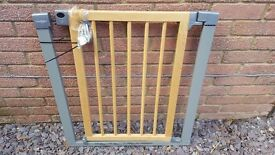 Lindam Sure Shut Deco Stair Gate x 2 available - Located in Thatcham RG19 4AD
