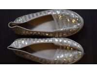 Gold sequined pumps, holidays, casual, size 6