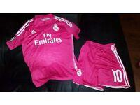 Real Madrid Adidas Size 26 Kit Good Condition JAMES 10 *FREE UK POSTAGE*