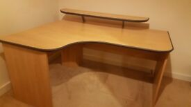 Desk in very good condition has been dismantled ready gor collection