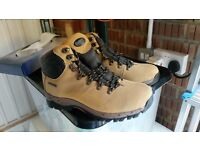 Ladies Walking Boots, brand new, size 6