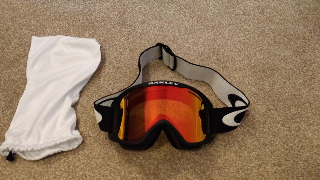 c31867348b3 Oakley o2 XM ski goggles with fire Iridium Lens