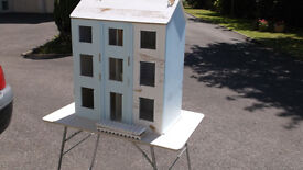 CLASSICAL DOLLS HOUSE