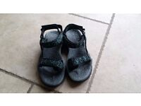 Merrell walking sandals size 4