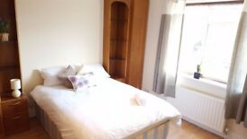 Cosy double room close East Acton Station