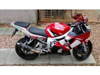 Yamaha R6 2003 motorbike