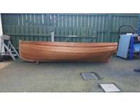 Clinker rowing dinghy