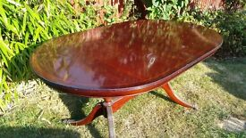 Center leaf oval dining table 8 seater quality details. Ideal cheap office desk £1