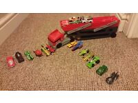 Hot Wheels transporter and 17 cars