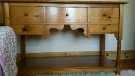 Console / sideboard