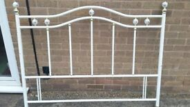 Metal head board in very good condition
