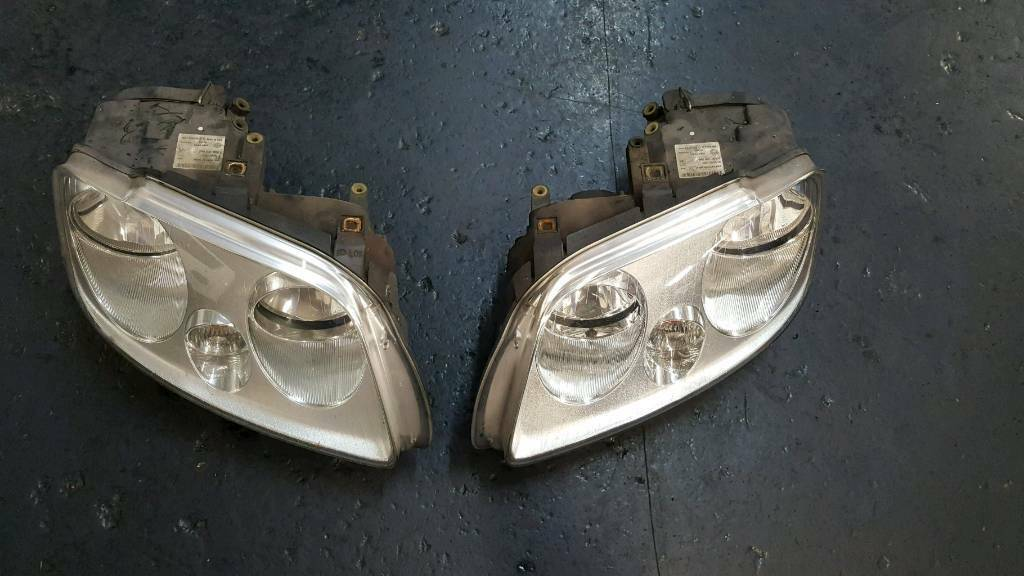 VW Caddy 2007 front light clusters
