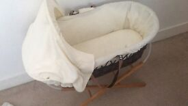 Moses basket and stand