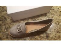 *NEW* Grey suede flat shoes Size 7