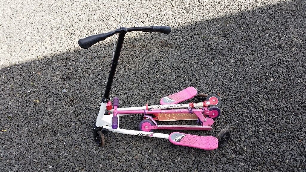 Kids flicker scooter (plus 2 small scooters)