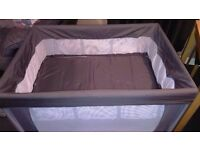 Travel cot with bassinet