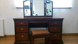 Dressing table with stoon