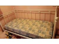 Day bed ( Reduced)