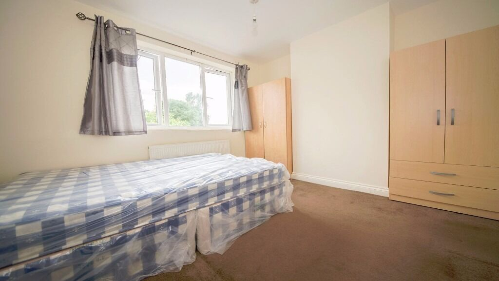 *SMALL DOUBLE ROOM* INCREDIBLE VALUE!! FURNISHED!! ALL BILLS INC!! FREEZY WATER, ENFIELD LOCK, EN3!!