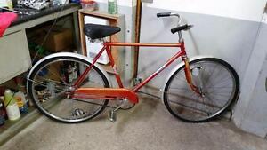 Vélo vintage rapido rouge 1 vitesse roues 24po cadre 19.5po