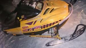 1997 skidoo mxz with a 500 motor in it complet part out