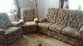 SETTEE/COUCH 1X SINGLE 1X ELECTRIC RECLINER