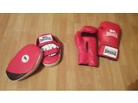 Boxing gloves, hook & jab pads