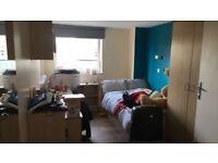 Leeds Burley Road en suite room in flat available